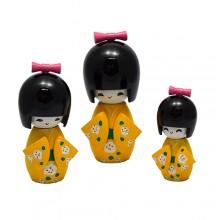Boneca kokeshi amarela